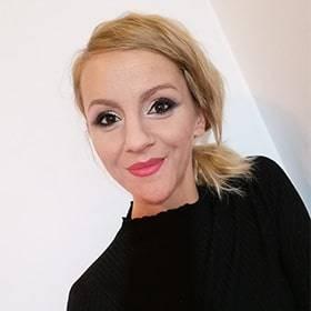 Veres Mónika Műköröm Oktató